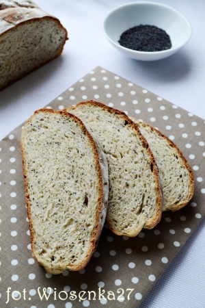 Drożdżowy chleb z makiem