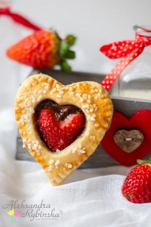 Walentynkowe serca z truskawkami i nutellą