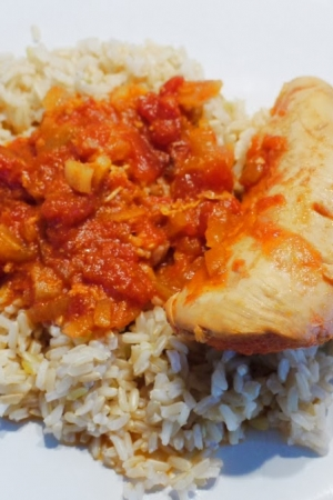 Pikantny kurczak w pomidorach