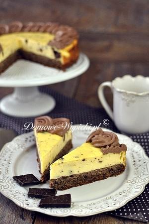 Sernik na orzechowo- czekoladowym cieście