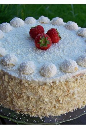 Tort Raffaello z truskawkami