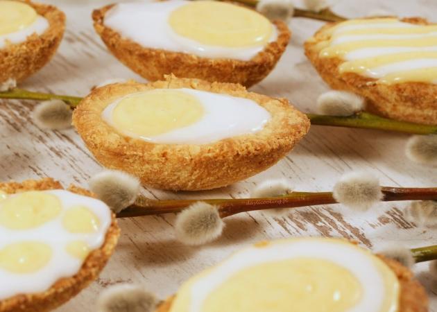 Kruche ciasteczka - jajka z kremem i lemon curd