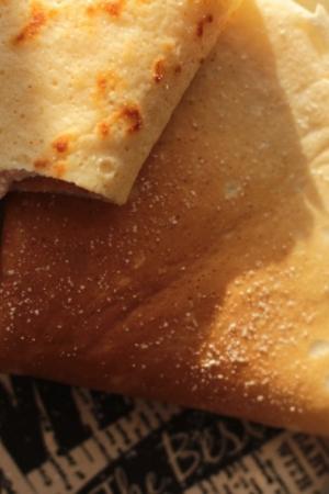 Naleśniki z dżemem i białym serem