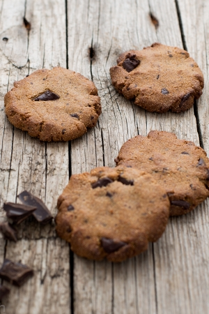 Amarantusowe ciasteczka z masłem orzechowym i czekoladą (bez glutenu, bez cukru)