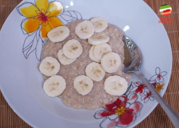 Imbirowa owsianka z bananami