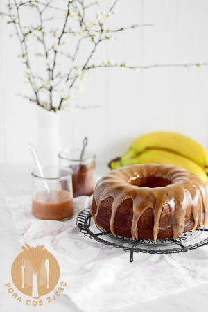 Babka bananowa z kakao i karmelem