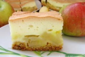 Kruche ciasto z jabłkami i pianką