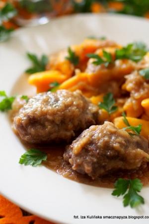 Policzki wieprzowe duszone w sosie piwno selerowym