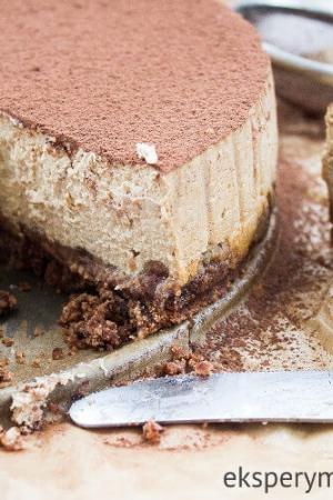 Sernik kawowy na czekoladowym spodzie